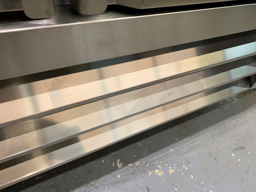 """Congélateur NEUF - MKE 2 portes # RIF- 49 SS - 54 x 33"""" - quelques imperfections - voir photos - Image 4 of 7"""