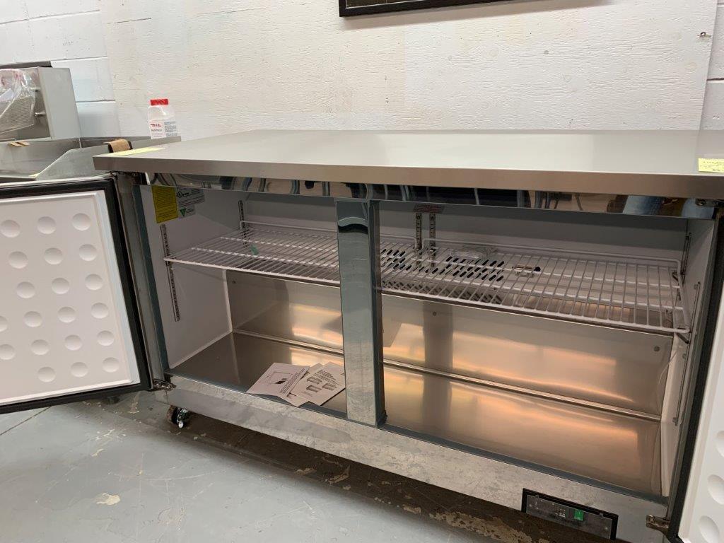 """Unité réfrigéré sous comptoir - 2 portes MKE - NEUF - # LB 61 , 61 x 30 """" - Image 2 of 3"""