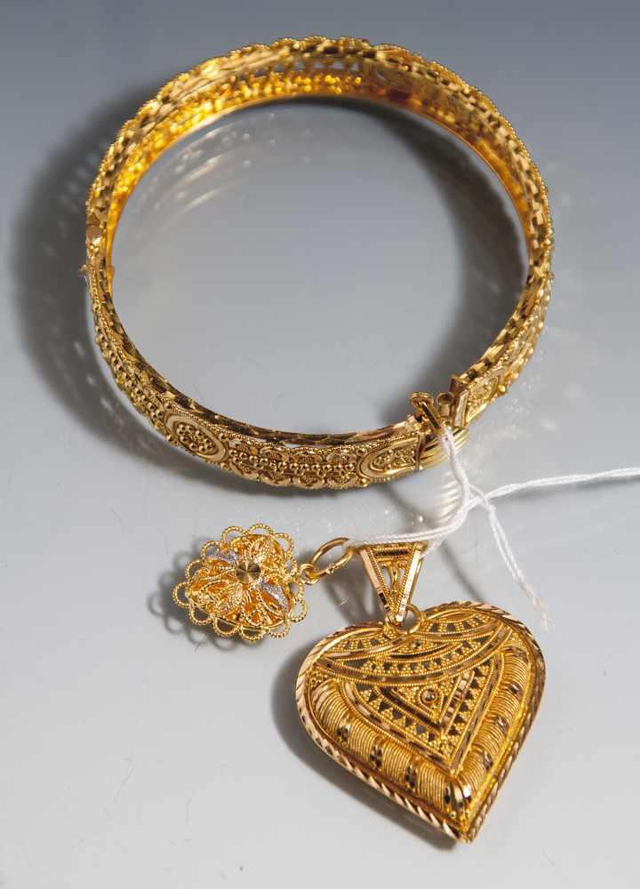 3 Teile arabischer Goldschmuck, 21 Karat, Armband und 2 Herzanhänger, filigraneDurchbrucharbeiten.