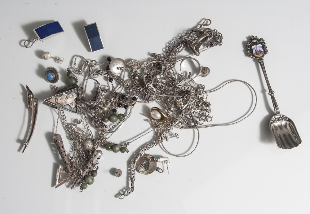 Posten Silber/Silberschmuck, unterschiedl. Feingehalte, hauptsächlich 925, Ketten,Ohrstecker,