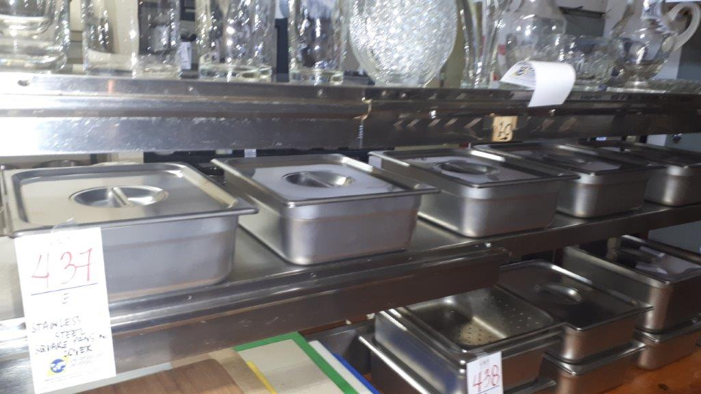 Lot 437 - Stainless steel square pans w/covers