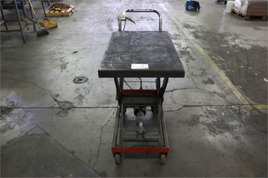 Choice of lots: 67 } Uline H-1486 Lift Table 660lb Cap