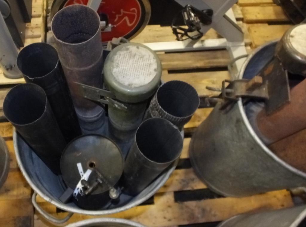 Lot 49 - 4x Dustbin heaters (puffing billys)
