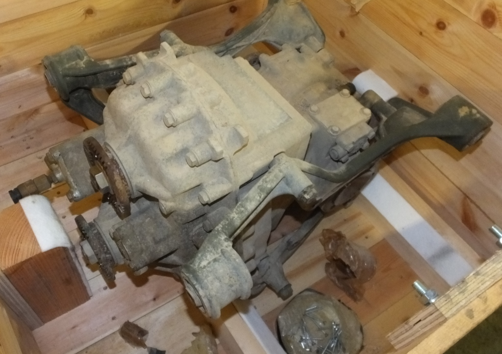 Lot 44 - Diff & transfer case NSN 2520-15-203-3890