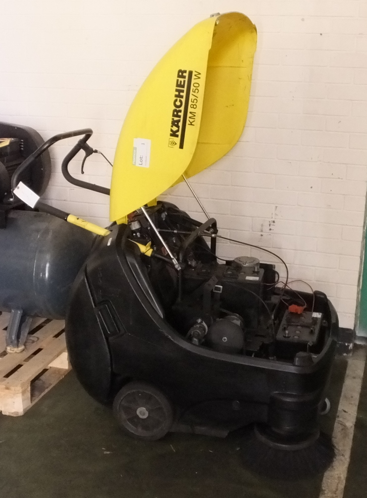 Lot 1 - Karcher KM 85/50 W Sweeper - hours run 276.8