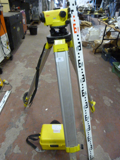 Lot 16 - *Leica CTP103 Runner 24 Site Level