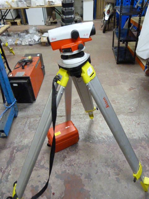Lot 17 - *Leica NA720 Site Level with Tripod and Measuring