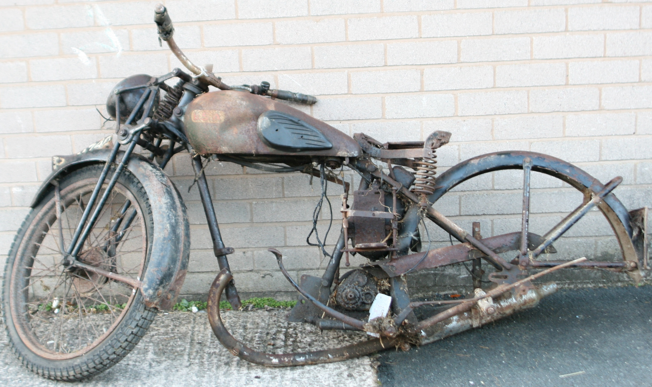 lot 94a a 1930s bsa motorcycle frame frame number 5 4099 reg brm740 - Motorcycle Picture Frame