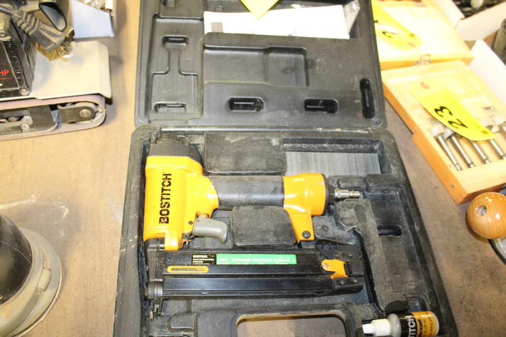 BOSTITCH MODEL SB-1842BN PNEUMATIC FINISHING NAILER WITH CASE