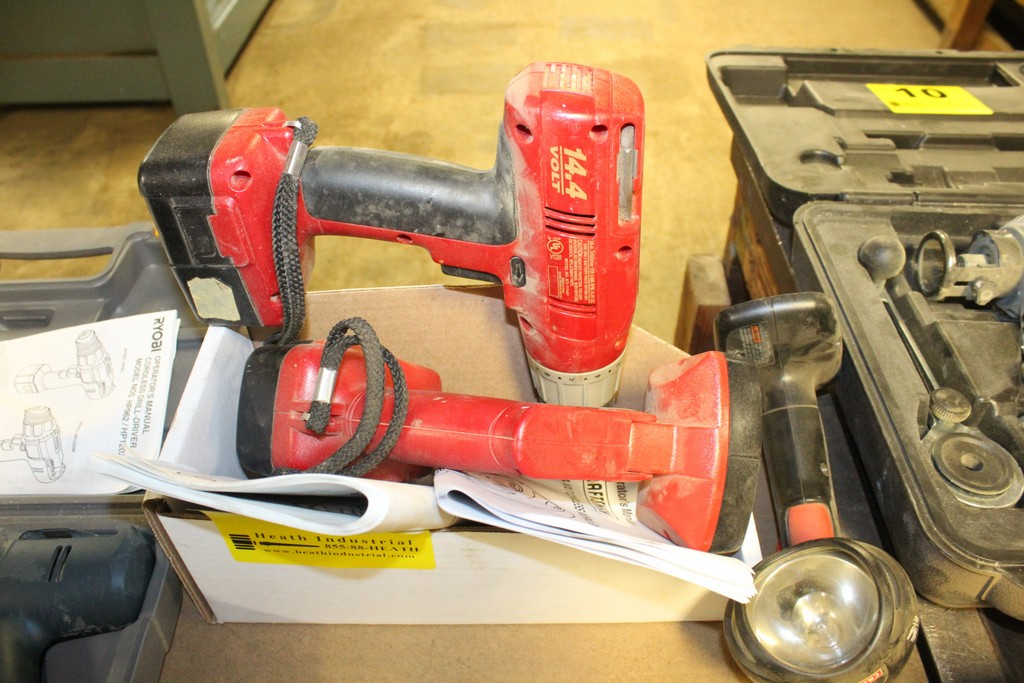 Lot 7 - CRAFTSMAN CORDLESS DRILL AND (2) FLASHLIGHTS, NO CHARGER