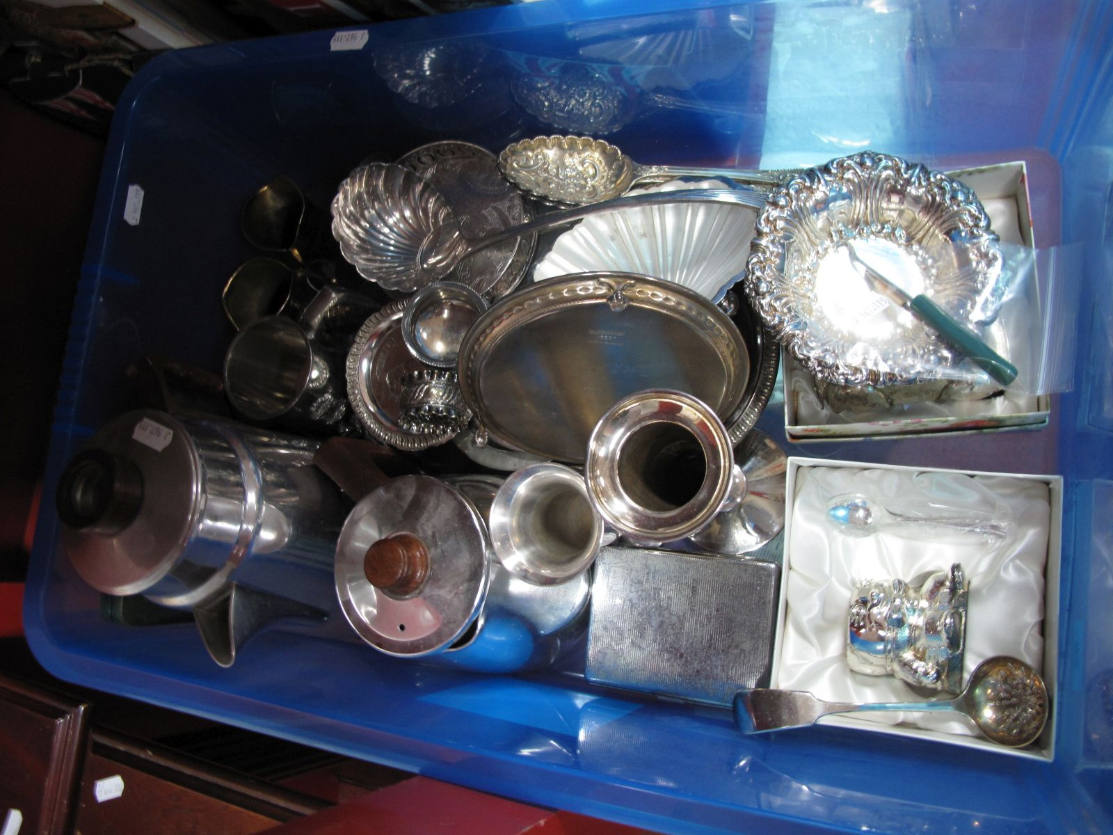 Lot 30 - Assorted Plated Ware, including decorative dishes, pair of salts, mug, vases, coffee pot, novelty