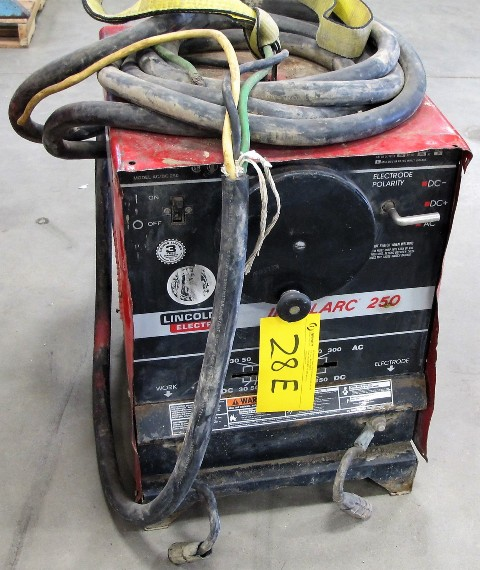 Lot 28E - LINCOLN ELECTRIC IDEAL ARC 250 WELDER, S/N C100870037B