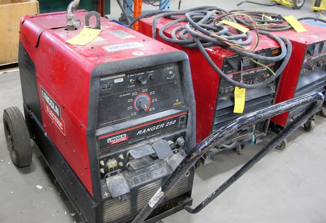 Lot 27 - LINCOLN ELECTRIC, MOD 305L9, RANGER ARC WELDER, S/N U1100701994