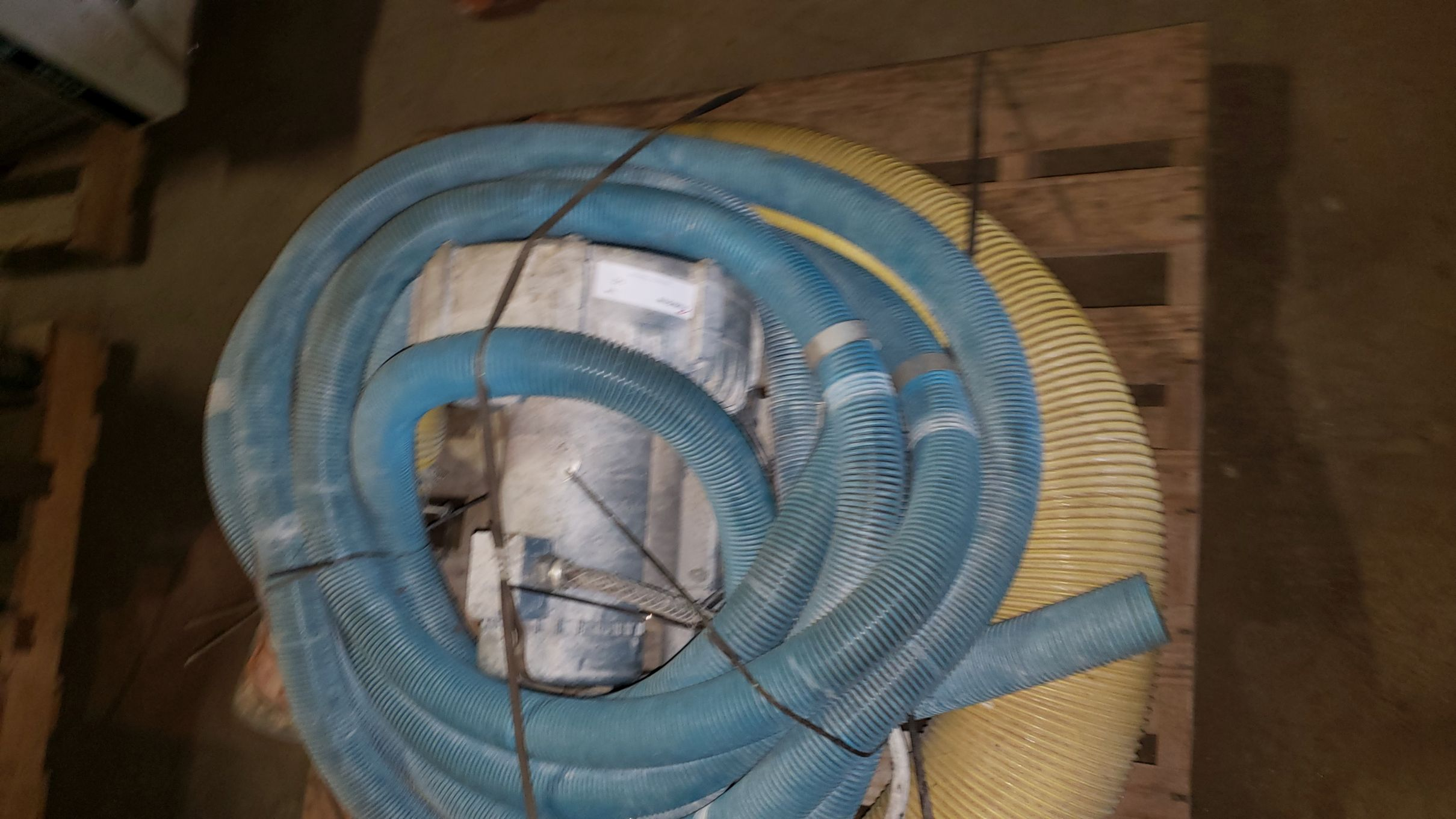 Lot 142 - Vacuum Loader with pump