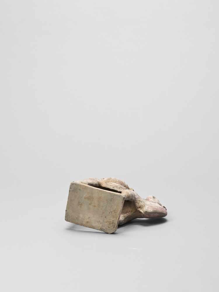 A TERRACOTTA MODEL OF A CAMEL, TANG - Bild 6 aus 6