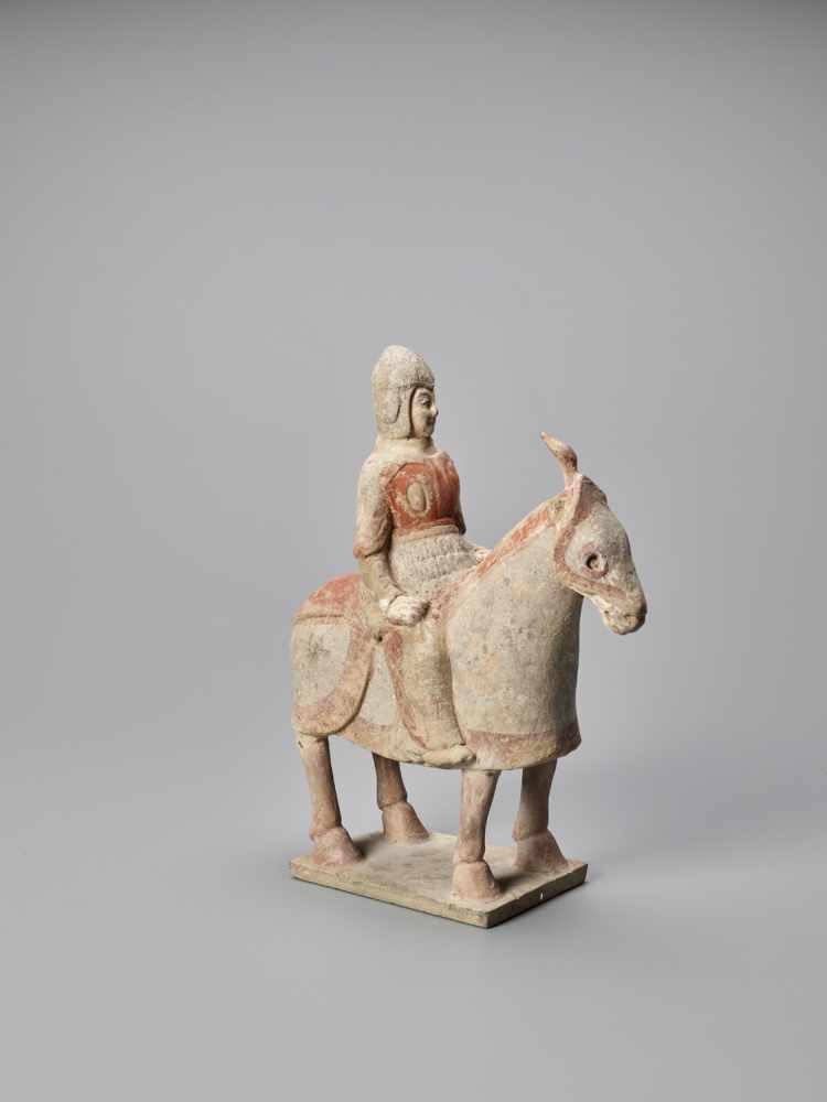 A TERRACOTTA FIGURE OF A HORSE AND RIDER, NORTHERN WEI - Bild 3 aus 6