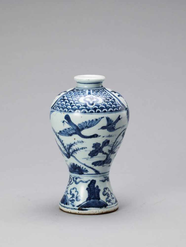A BLUE AND WHITE GLAZED PORCELAIN MEIPING VASE, LATE MING