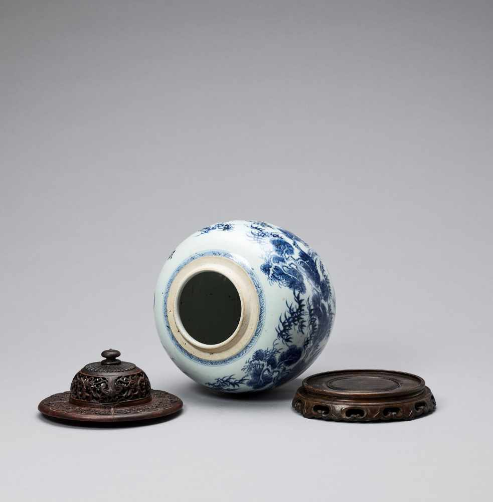A BLUE AND WHITE GLAZED PORCELAIN 'THREE FRIENDS OF WINTER' GINGER JAR, KANGXI <br - Bild 5 aus 7