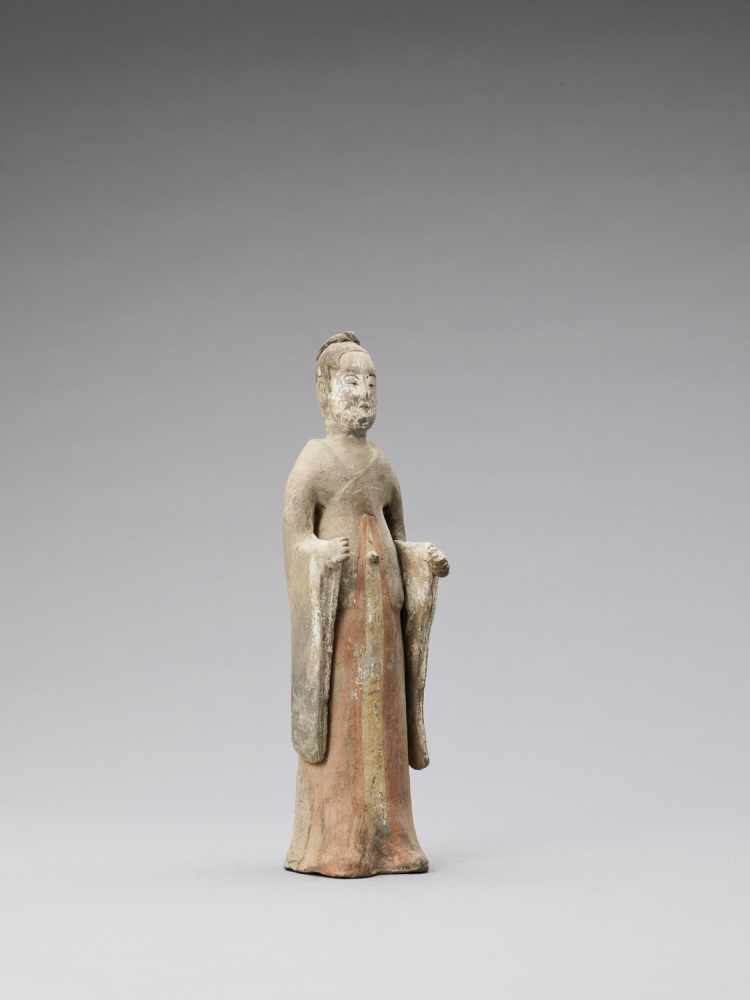 A TL-TESTED TERRACOTTA FIGURE OF A COURT LADY, TANG - Bild 5 aus 6