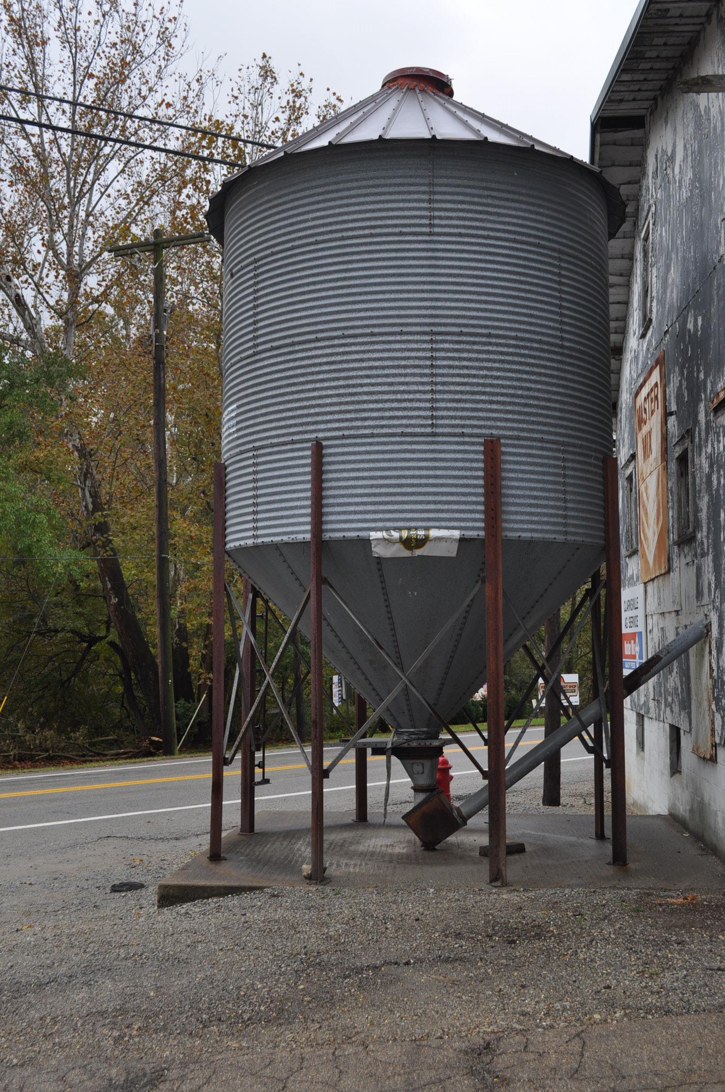 """Stormor hopper-bottom feed bin, 12' x 4 ring, 6"""" discharge"""