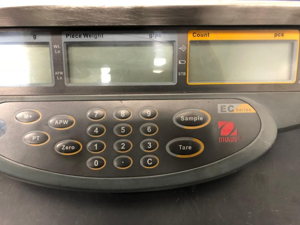 Lot 35 - OHAUS EC SERIES COUNTING SCALE