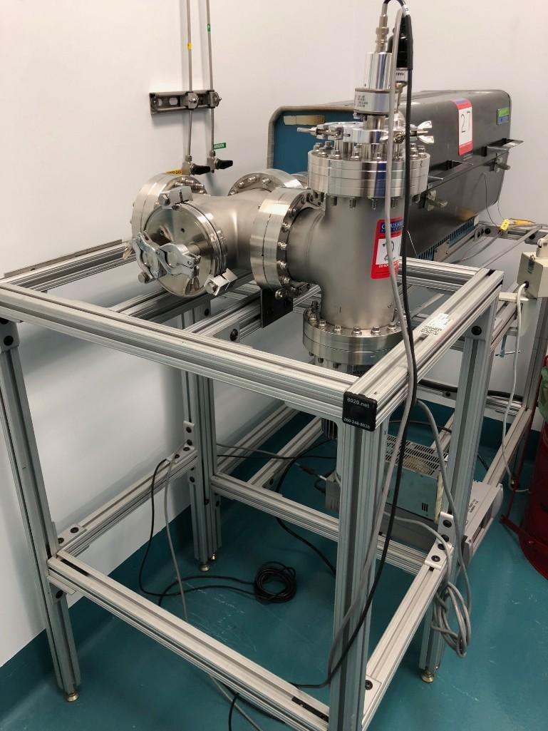 Lot 28 - Varian Ultra High Vacuum with Macro Torr Turbo
