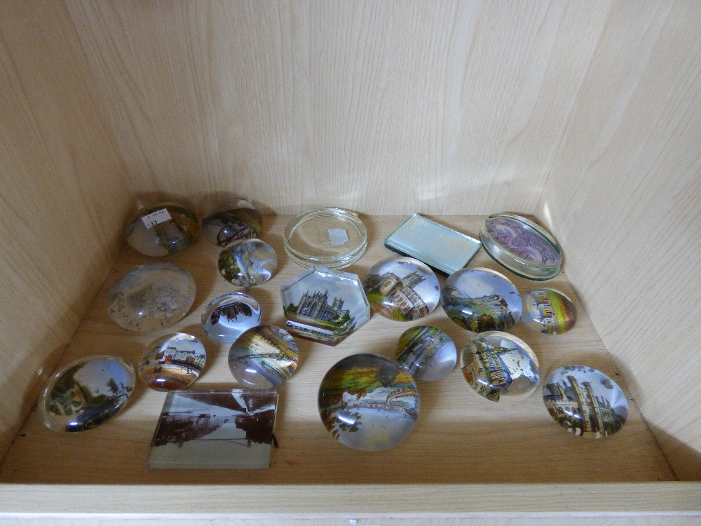 Lot 11 - COLLECTION OF GLASS PAPERWEIGHTS
