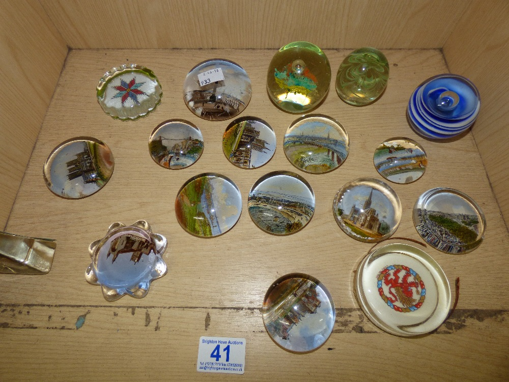 Lot 41 - COLLECTION OF GLASS PAPERWEIGHTS