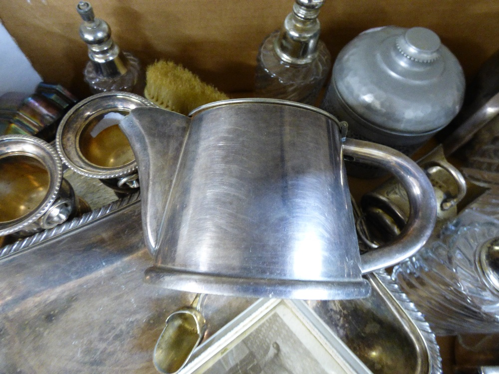 Lot 30 - MIXED LOT OF VINTAGE INCLUDING PLATED ITEMS