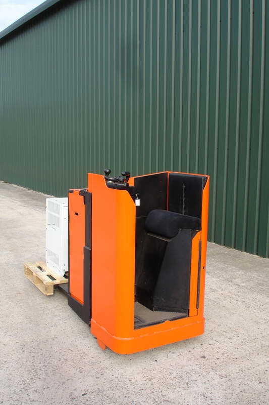 Lot 7 - Toyota 2 ton ride on Electric Pallet Truck