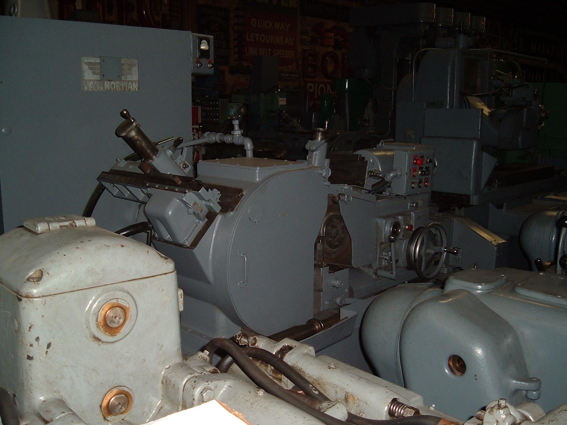 VAN NORMAN 2C CENTERLESS GRINDER: MFG-1962, 15Hp Main, Auto-Infeed, Hard-ways - Image 2 of 2