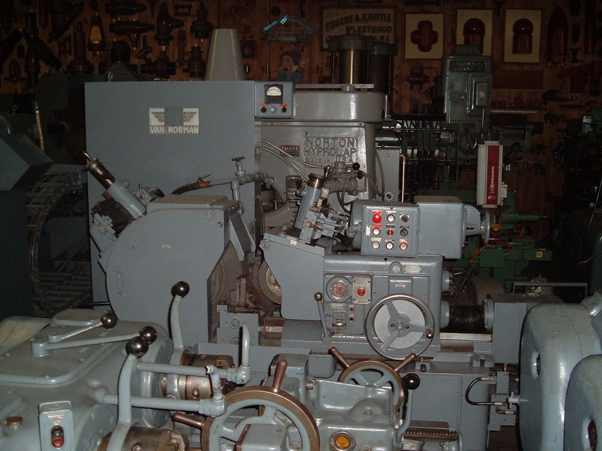 VAN NORMAN 2C CENTERLESS GRINDER: MFG-1962, 15Hp Main, Auto-Infeed, Hard-ways