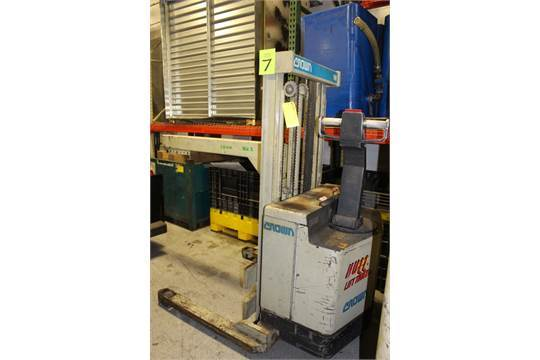 Lot 48 - Crown Model 30WTL 3,000 Lb Capacity Battery Powered Walk-Behind Forklift - Sterling Heights, MI