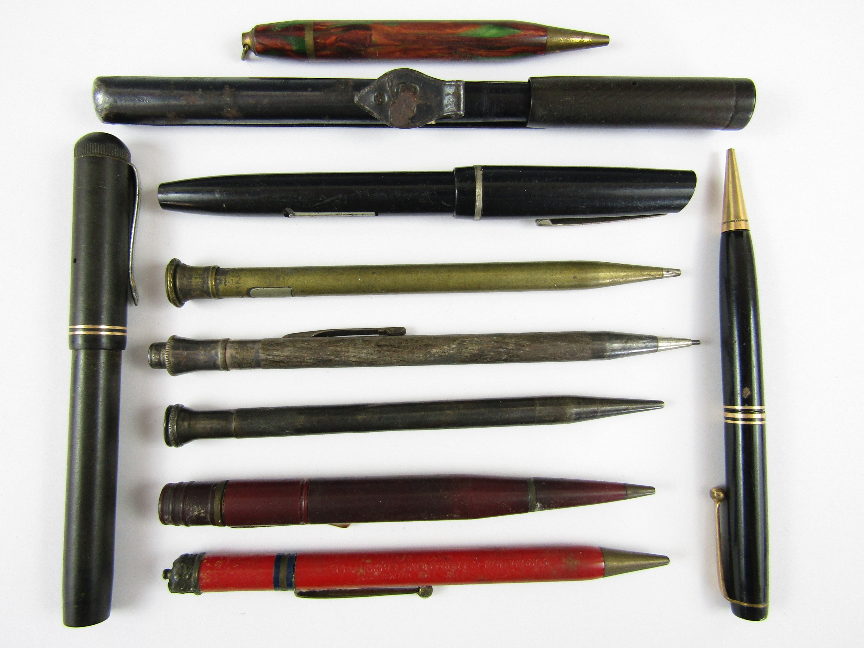 Lot 39 - An Eversharp propelling pencil together with vintage fountain pens etc.