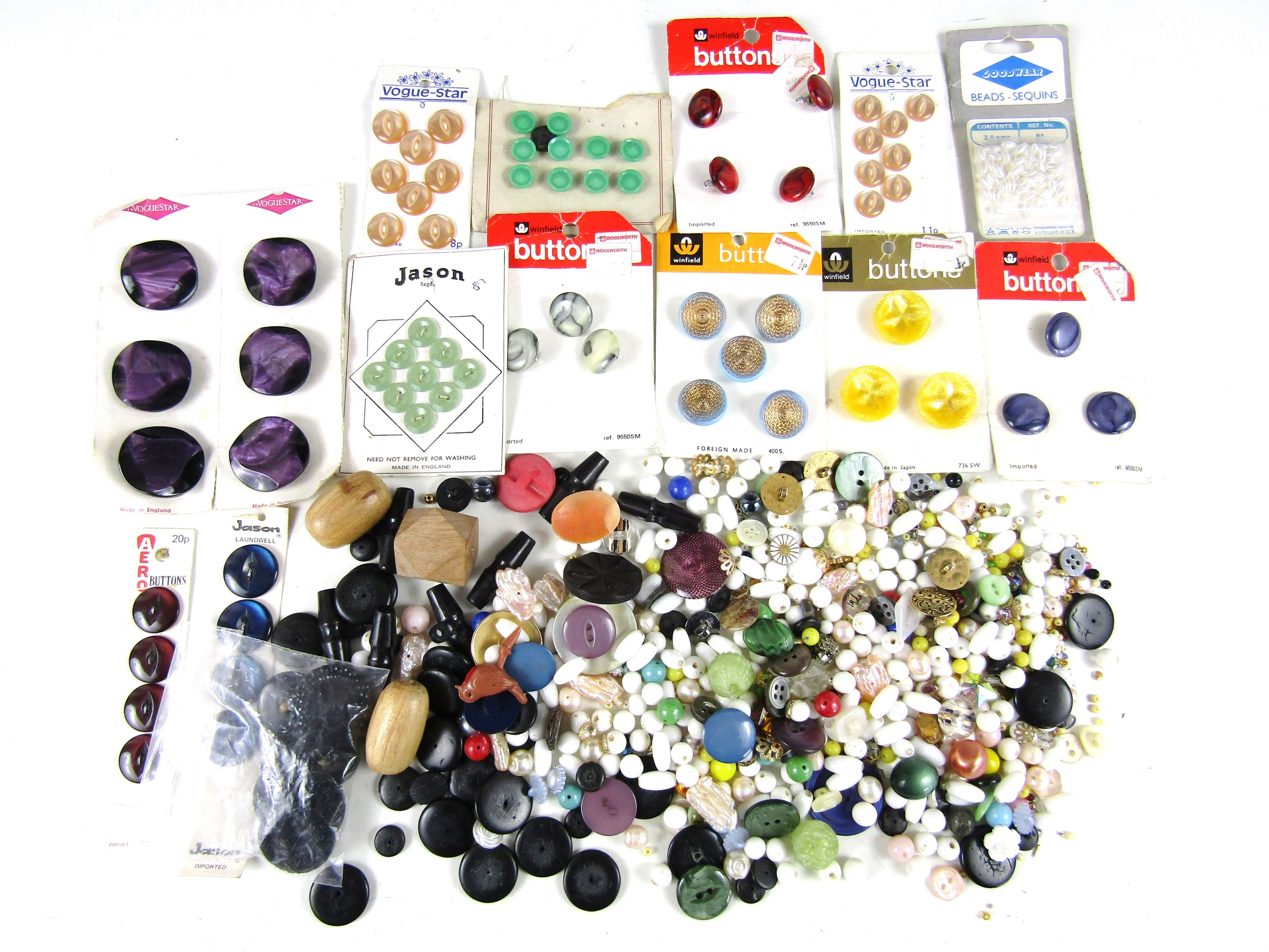 Lot 1 - A large quantity of vintage beads and buttons