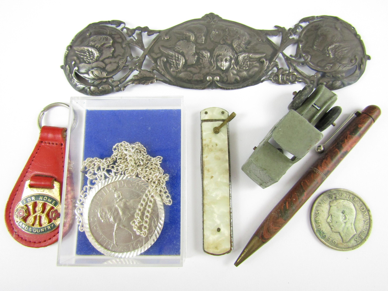 Lot 26 - Sundry collectors' items including an Edwardian silver plaque, an Elizabeth II Silver Jubilee