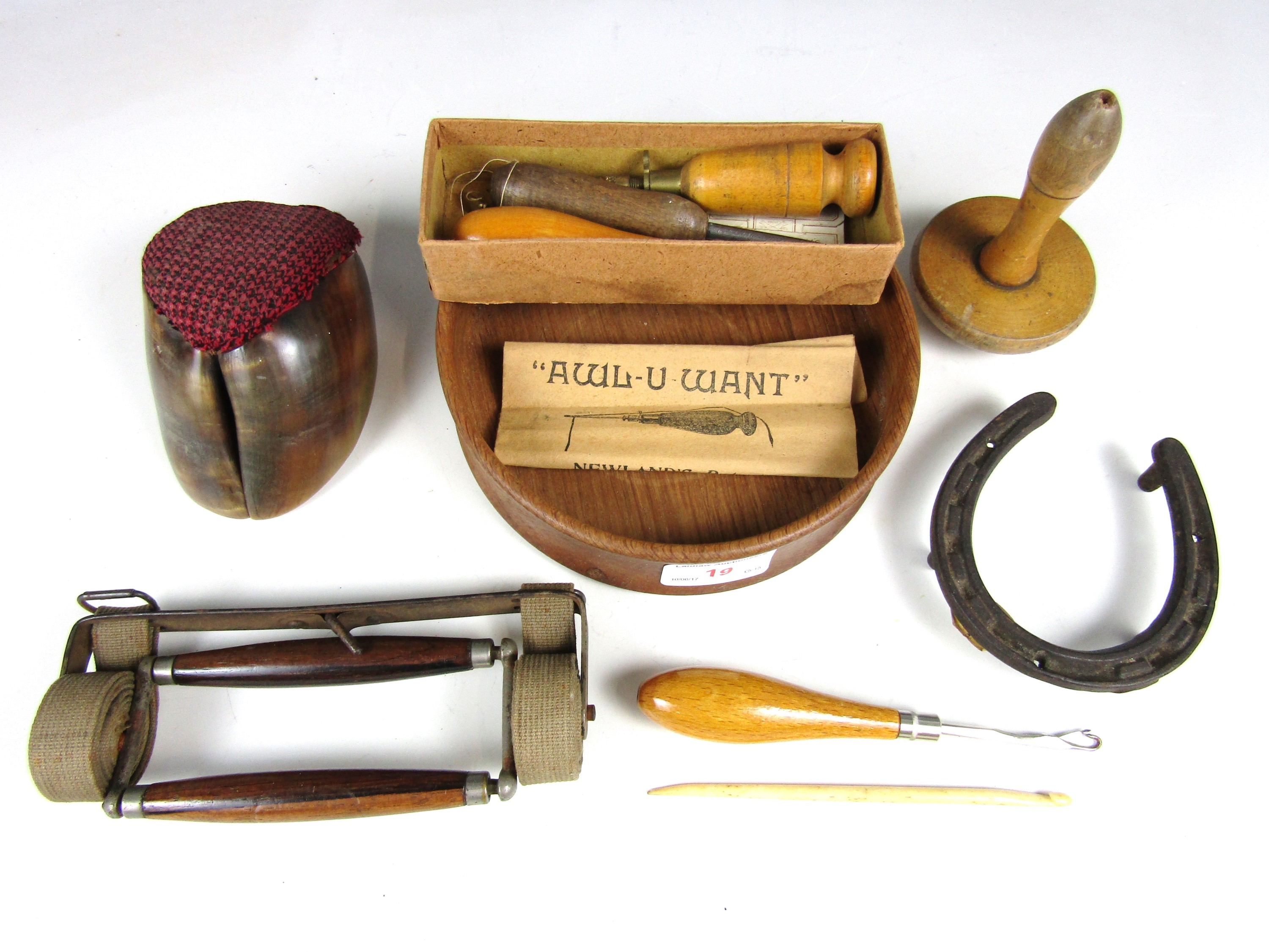 Lot 19 - Sundry collectors' items including darning and sewing tools, a rosewood handled luggage carrier