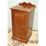 A late-19th/early-20th century mahogany pot cupboard fitted with a single door, 39cm wide, 81cm