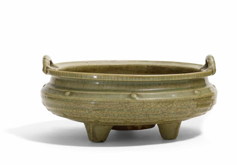Lot 2014 - WEIHRAUCHBRENNER MIT DEN ACHT TRIGRAMMEN. China. Longquan. Späte Ming-Dynastie. 17. Jh. Schwerer
