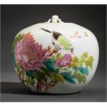 POT WITH LID FEATURING BIRD AND BLOSSOM Porcelain with enamel paint. China, late Qing dynasty (