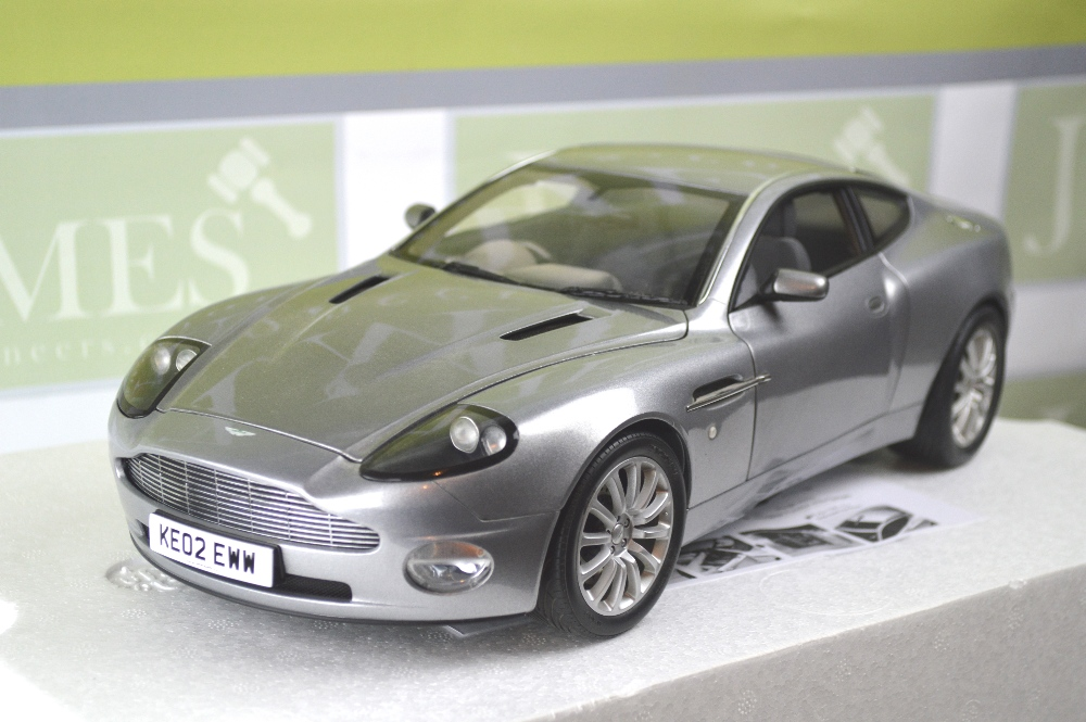 a kyosho 1 12 scale james bond aston martin v12 vanquish. Black Bedroom Furniture Sets. Home Design Ideas