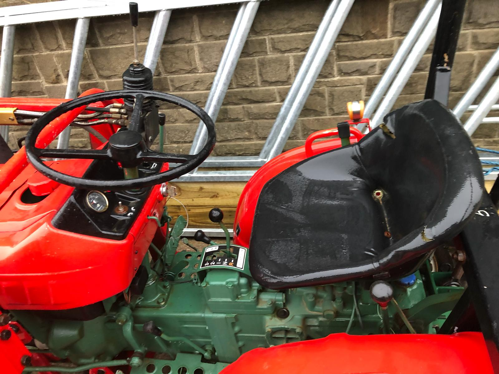 Lot 200 - YANMAR YM1510D COMPACT TRACTOR WITH V1 FRONT LOADING SHOVEL *PLUS VAT*