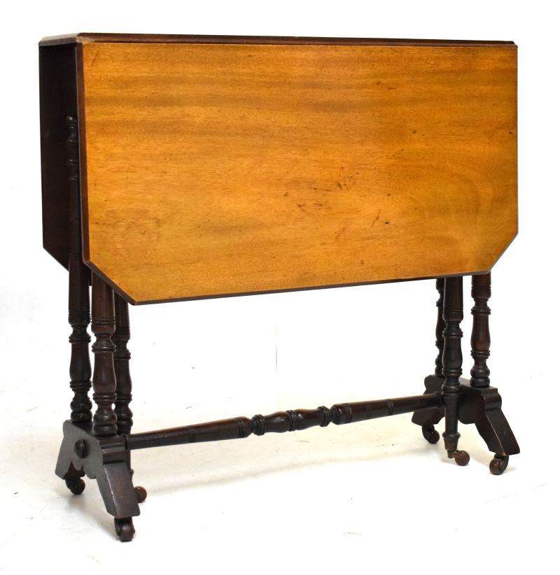 Lot 600 - Late 19th/early 20th Century walnut Sutherland table, 76cm wide with flaps down