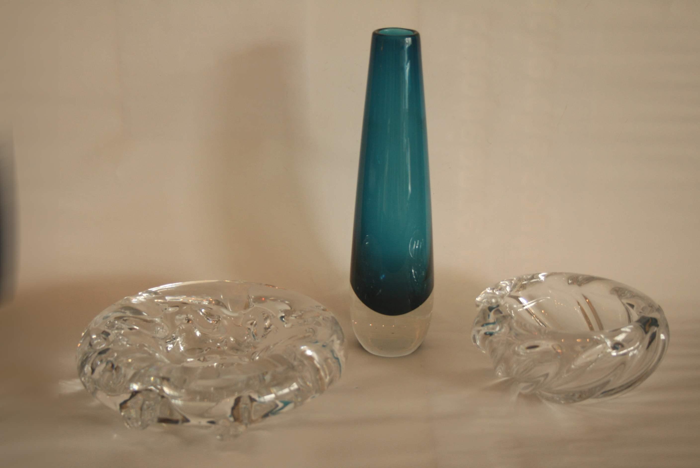 Lot 256 - Ensemble de 3 objets en cristal : cendrier Val Saint Lambert (diamètre : 19 cm), [...]