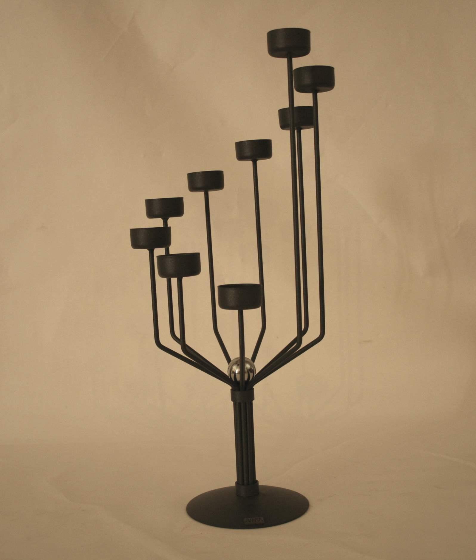 """Lot 202 - Paire de chandeliers """"Gilde ARTEME"""" à 9 feux disposés de façon hélicoïdal en fer [...]"""