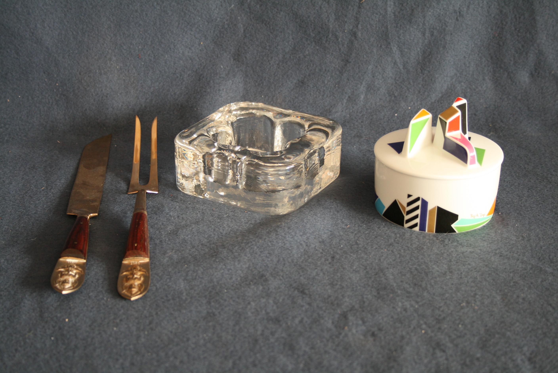 Lot 259 - Bonbonnière ROSENTHAL par Brigitte Doege, Cendrier en cristal ROSENTHAL en forme de [...]