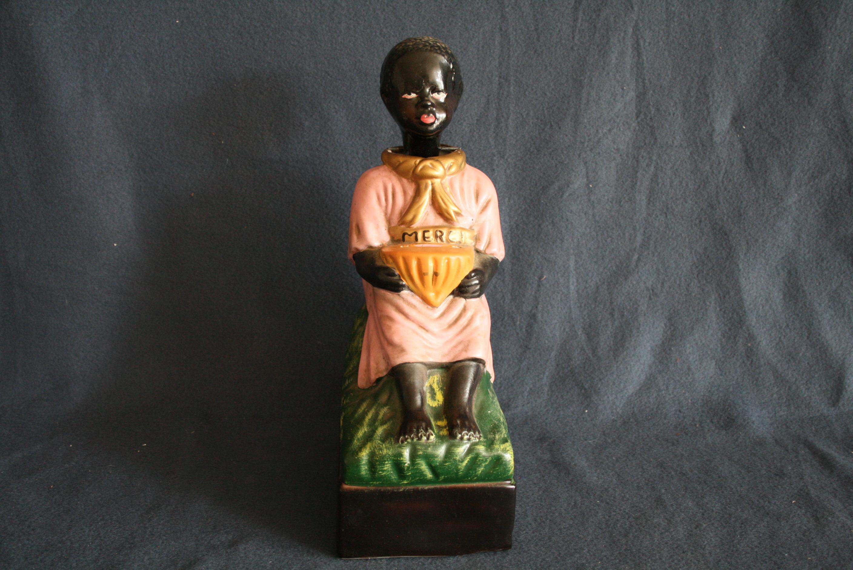 Lot 254 - Tronc à offrandes figurant un enfant noir inclinant la tête à chaque don, années [...]