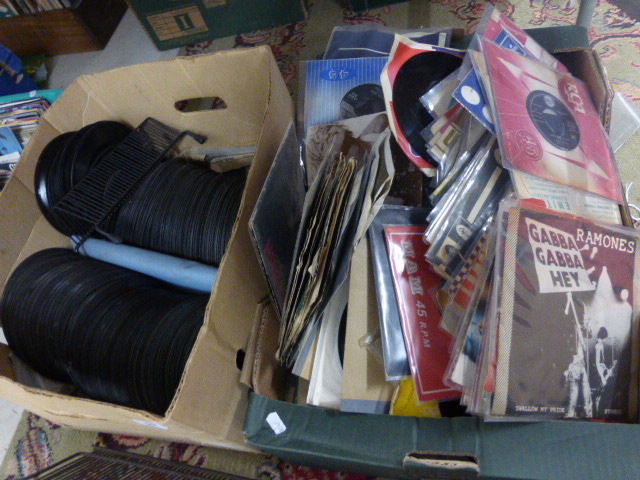 Lot 59 - Vinyl - Large collection of 45's including Rock & Pop featuring David Bowie, Queen, Rolling