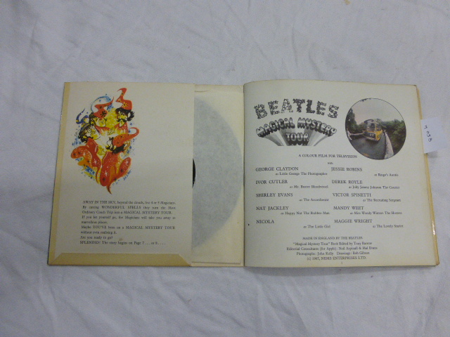 Lot 18 - Vinyl - The Beatles - Magical Mystery Tour EP (MMT 1) mono, first pressing with celia centres & blue