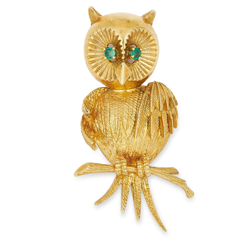 Los 60 - OWL ON A PERCH BROOCH set with round cut emerald eyes, 4cm, 12.7g.